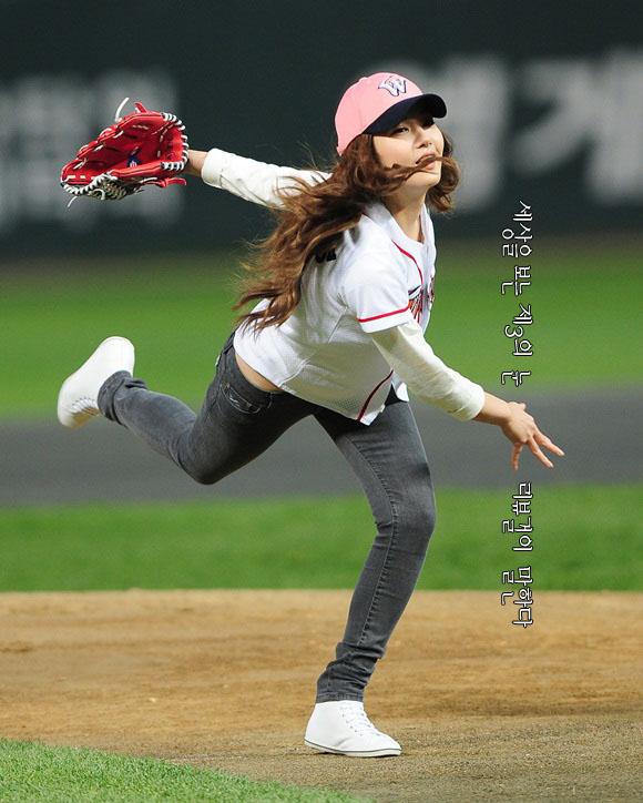 박민영 시구 2011 프로야구