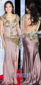 소유진 드레스의 움푹 파인 등 라인은 엉덩이 굴곡을 더욱 돋보이게 한다.