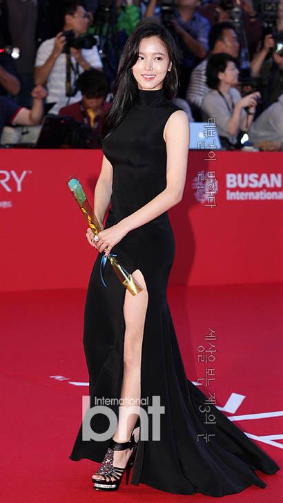 강한나 파격 드레스