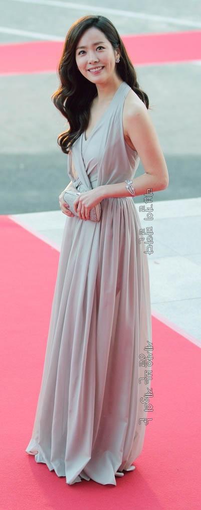 코리아 드라마 어워즈 시상식 한지민 레드 카펫 드레스
